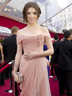 Anna Kendrick Body Measurements Height Weight Bra Shoe ...