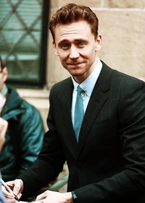 Tom Hiddleston Biography