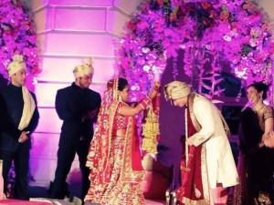 Salman Khan Sister Arpita and Aayush Sharma Wedding Dress Pictures