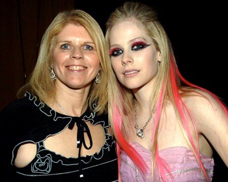 Photo of Avril Lavigne & her Mother   Judith-Rosanne Loshaw Lavigne