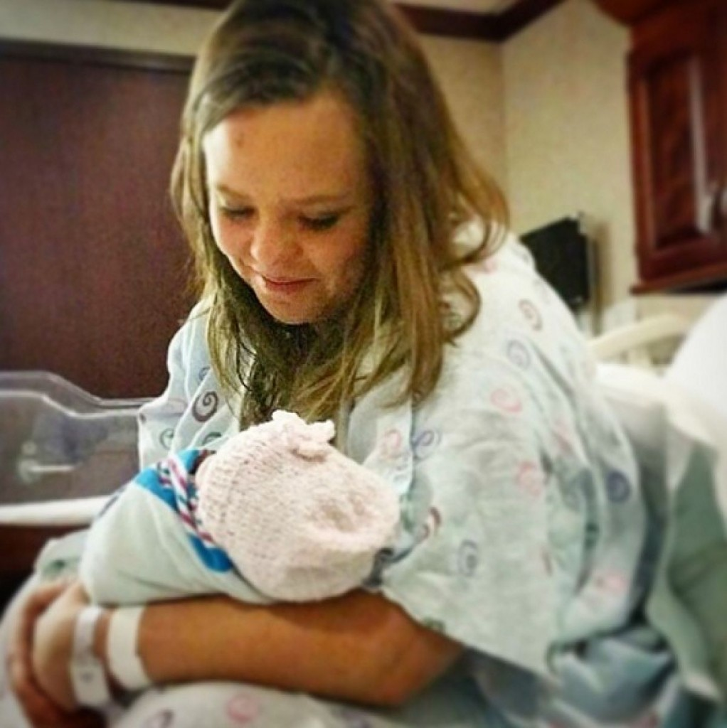 Catelynn Lowell and Tyler Second Baby Girl Picture