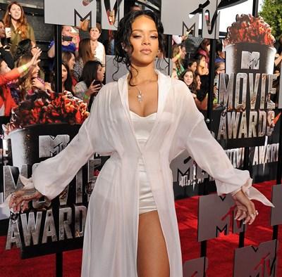 Rihanna Height Weight Bra Size