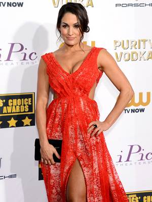 Nikki Bella Body Measurements Shape