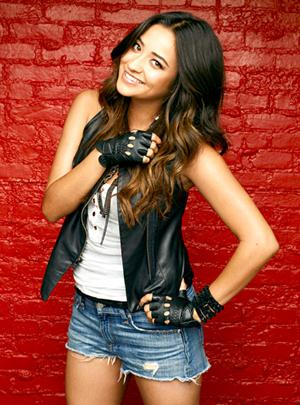 Shay Mitchell Body Measurements