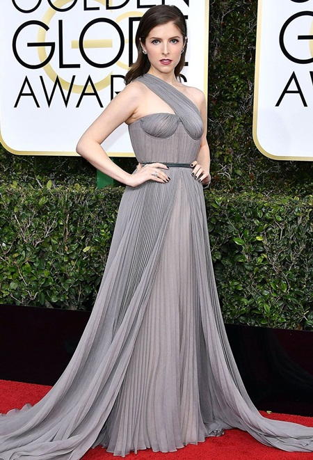 Anna Kendrick Height Weight Body Shape