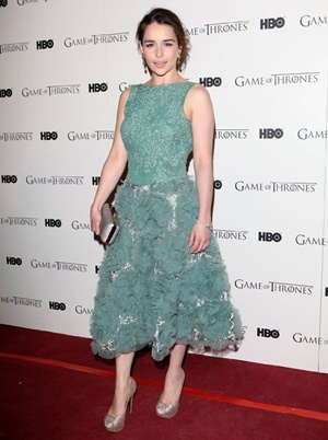 Emilia Clarke Body Measurements Bra Size Height Weight ...