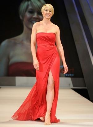 Jenna Elfman Height Body Shape