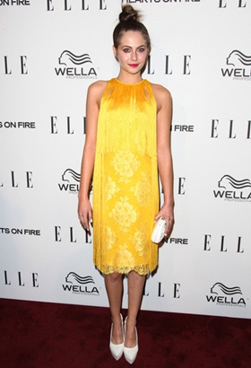 Willa Holland Height Body Shape