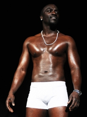 Akon Height Body Shape