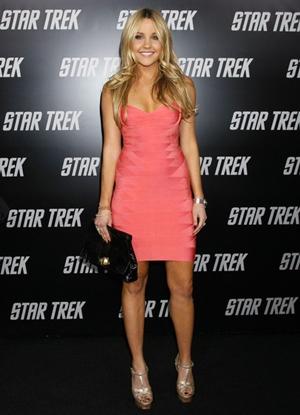 Amanda Bynes Height Body Figure Shape
