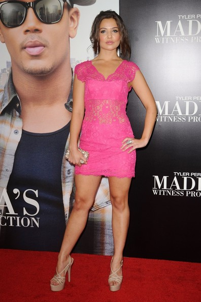 Danielle Campbell Height Body Shape
