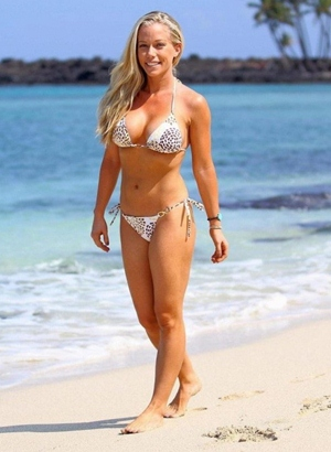 Kendra Wilkinson Body Measurements Bra Size