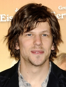 Jesse Eisenberg Body Measurements Height Weight Shoe Size Vital Stats ...