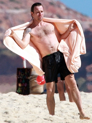 Ewan McGregor Height Body Shape