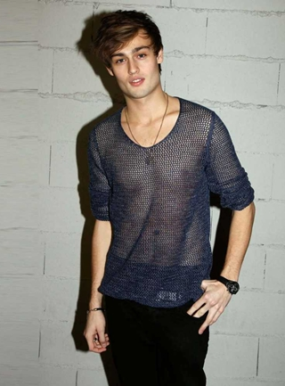 Douglas Booth Body Measurements Height Weight