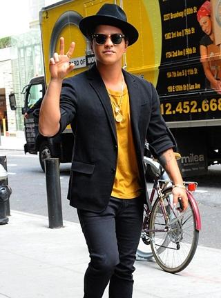 Bruno Mars Body Measurements Height Weight