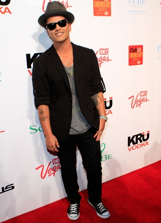 Bruno Mars Height Weight Body Shape