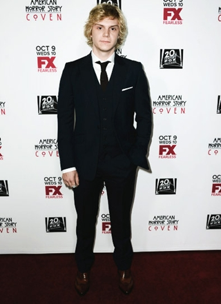 Evan Peters Height Weight Body Shape