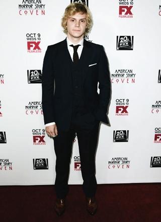 Evan Peters Height Weight Body Shape