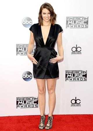 Lauren Cohan Height Weight Body Figure Shape