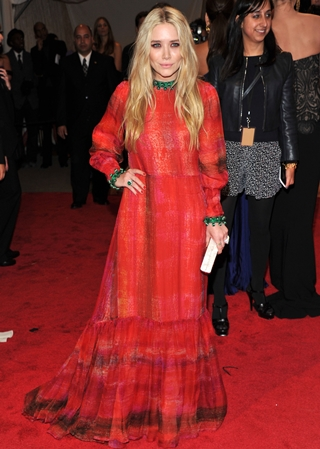 Mary-Kate Olsen Height Weight Body Figure Shape