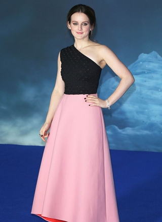 Sophie McShera Height Weight Body Figure Shape