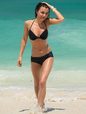 Samantha Barks Height Weight Body Figure Shape