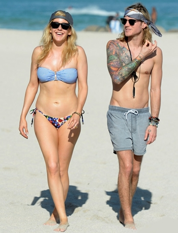 Dougie Poynter Height Weight Body Shape