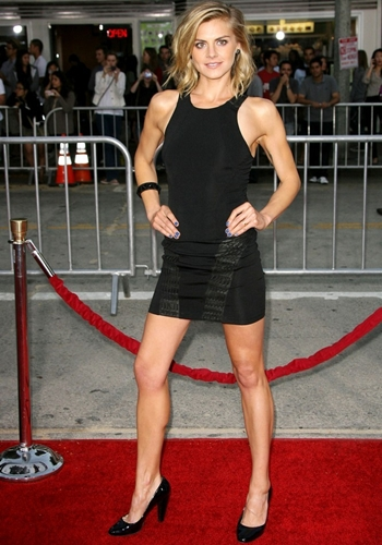 Eliza Coupe Height Weight Body Shape