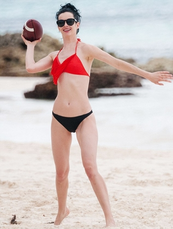 Krysten Ritter Height Weight Body Shape