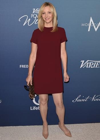 Lisa Kudrow Height Weight Body Shape