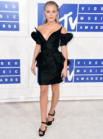 Zara Larsson Height Weight Body Shape