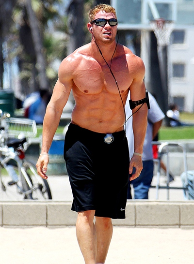 Kellan Lutz Height Weight Body Shape