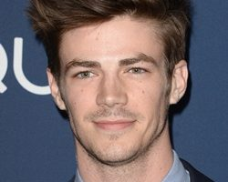 Grant Gustin Height Weight Body Measurements Shoe Size Age Facts Ethnicity