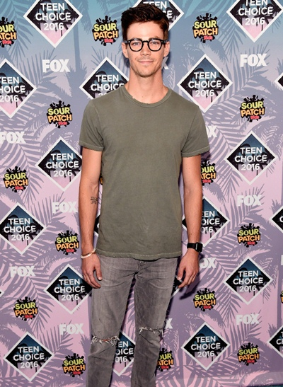 Grant Gustin Body Measurements Shoe Size