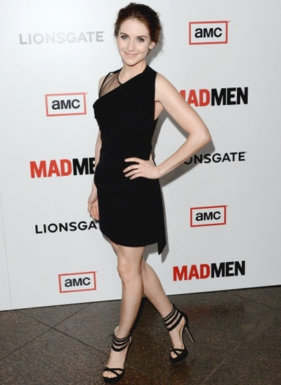 Alison Brie Height Weight Body Shape