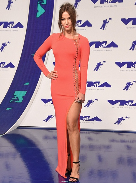 Erika Costell Height Weight Shoe Size