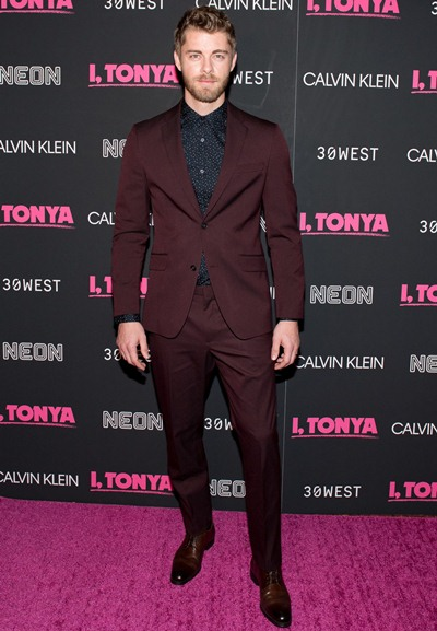 Luke Mitchell Body Measurements Facts