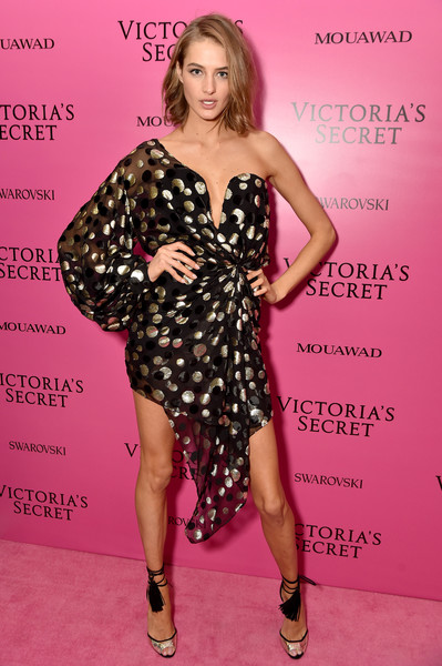 Sanne Vloet Height Weight Shoe Size