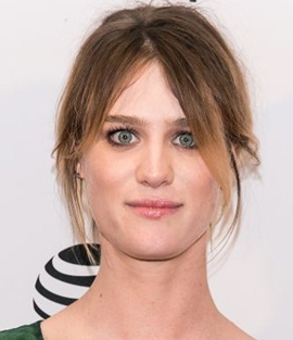 Mackenzie Davis Height Weight Bra Size Body Measurements Stats Facts