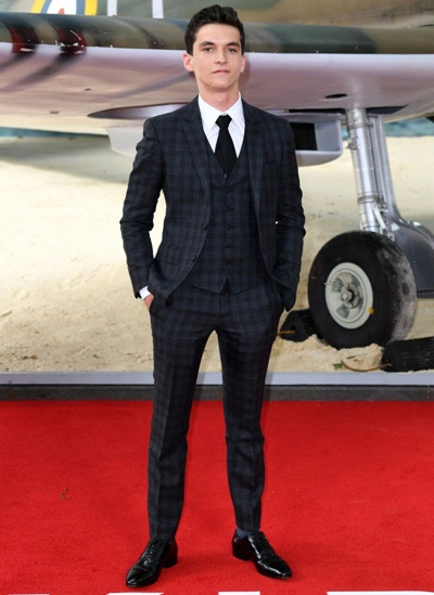 Fionn Whitehead Height Weight Shoe Size