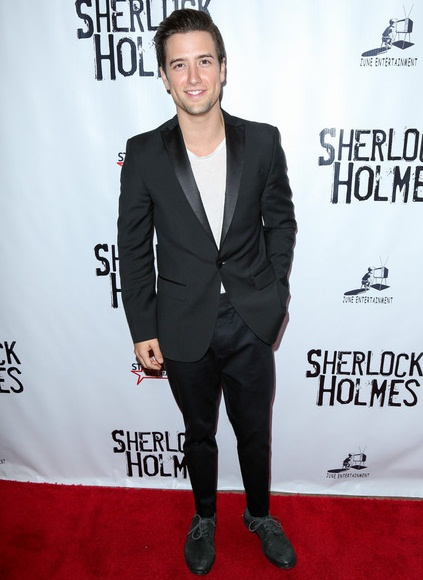 Logan Henderson Height Weight Shoe Size