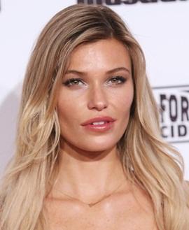 Model Samantha Hoopes