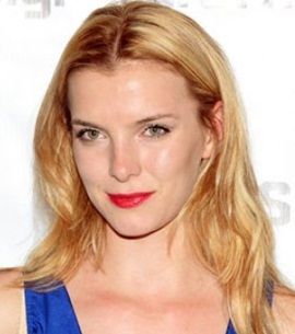 Actress Betty Gilpin