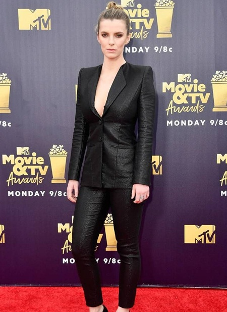 Betty Gilpin Body Measurements Stats