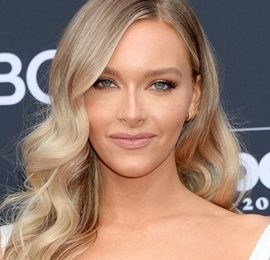 Camille Kostek Height Weight Bra Size Body Measurements Facts Family