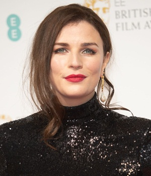 Aisling Bea Height Weight Body Measurements Shoe Size Facts