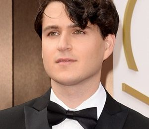 Ezra Koenig Height Weight Body Measurements Shoe Size Facts Family