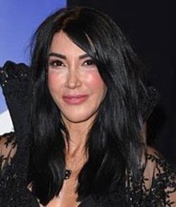 Singer Hande Yener