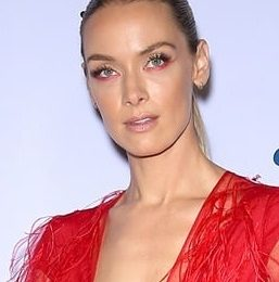 Rachel Skarsten Height Weight Body Measurements Stats Facts Family